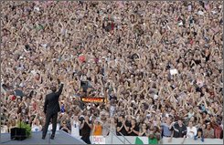Democratic presidential candidate Sen. Barack Obama, D-Ill., waves as he arrives at the Victory Column in Berlin, Thursday, July 24, 2008. (AP Photo/Jae C. Hong)