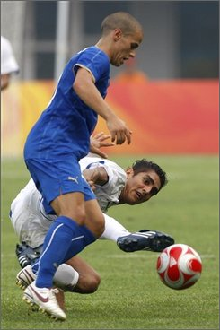 Italy's Sebastian Giovinco of Juventus , front, battles for the ball with Jorge Claros of Honduras during the Group D Men's Soccer match in Qinhuangdao, China, Thursday, Aug. 7, 2008. Italy won the match 3-0. (AP Photo/Vincent Thian)