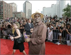 In this Thursday, June 7, 2007, file photo, actor Bernie Mac walks the red carpet at a movie premiere of Ocean's Thirteen in Chicago. Mac's publicist says, Saturday, Aug. 9, 2008, the actor and comedian has died.(AP Photo/M. Spencer Green, File)