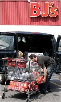 Dan Muniz loads his van with items purchased at BJ's Wholesale Club Monday, Aug. 18, 2008 in East Rutherford, N.J. BJ's Wholesale Club Inc. says Wednesday, Aug. 20, 2008, its profit edged up in the second-quarter and is raising its full-year earnings forecast as frugal shoppers look for deals at discounters. (AP Photo/Mel Evans)