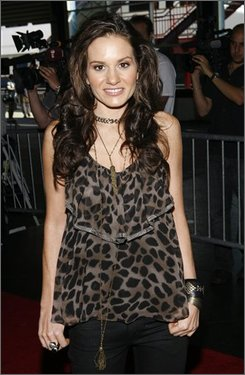 "Kara DioGuardi, the newest judge on ""American Idol"", arrives at a promotional event for the show Tuesday, Aug. 26, 2008 in New York.  DioGuardi will join the panel as the series begins its eight season in January 2009.  (AP Photo/Jason DeCrow)"