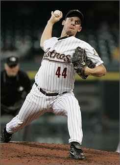 Houston Astros' Roy Oswalt delivers a pitch in the second inning against the Cincinnati Reds in a baseball game Wednesday, Aug. 27, 2008, in Houston. (AP Photo/Pat Sullivan)