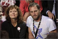 Actresses Susan Sarandon, left, and actor Josh Lucas are seen at the Democratic National Convention in Denver, Wednesday, Aug. 27, 2008.  (AP Photo/Charlie Neibergall)
