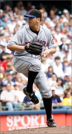New York Mets pitcher Oliver Perez thows against the Milwaukee Brewers during the third inning of a baseball game, Wednesday, Sept. 3, 2008, in Milwaukee. (AP Photo/Bill Waugh)
