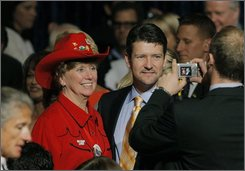 "Todd Palin, center, husband of Republican vice presidential candidate Sarah Palin, poses with a participant at ""One Heart, One World"" luncheon in Minneapolis, Thursday, Sept. 4, 2008. (AP Photo/Jae C. Hong)"