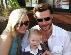 Actress Tori Spelling, left, and her husband Dean McDermott pose with their son Liam at the Verizon Wireless Samsung Style Villa at the Thompson Hotel in Bevely Hills, Calif., on Saturday, Sept. 6, 2008. (AP Photo/Nekesa Mumbi Moody)