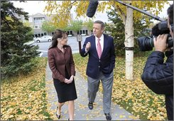 "In this image released by ABC, ABC News anchor Charles Gibson talks to Republican vice presidential candidate Gov. Sarah Palin in Fairbanks, Alaska in an interview, Thursday, Sept. 11, 2008.  The first excerpts will air Thursday on ""World News with Charles Gibson"" and ""Nightline.""  On Friday, portions of the interview will air on ""Good Morning America,"" ""World News,"" ""Nightline"" and a special one-hour ""20/20.""  (AP Photo/ABC, Donna Svennik)"