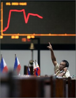 A trader points to the electronic monitor indicating erratic trading at Philippine Stocks Exchange at Manila's financial district of Makati Monday, Sept. 29, 2008. The 30-company index gained 10.35 points or 0.39-percent to 2607.58 points in cautious trading as investors wait for the final voting in U.S. Congress Monday on a U.S. Government plan to buy bad debts from collapsed or troubled financial institutions with a US$700-Billion bail out package. (AP Photo/Bullit Marquez)