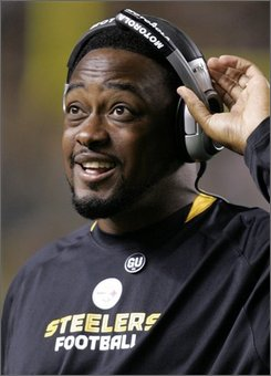 Pittsburgh Steelers coach Mike Tomlin reacts to the Steelers making a first-quarter first down against the Baltimore Ravens during an NFL football game in Pittsburgh, Monday, Sept. 29, 2008. (AP Photo/Gene J. Puskar)