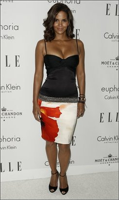 Halle Berry arrives at Elle's 15th annual Women in Hollywood event in Los Angeles on Monday, Oct. 6, 2008.  (AP Photo/Matt Sayles)