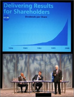 Procter & Gamble Co. chief executive officer A.G. Lafley, right, speaks at the annual shareholders meeting Tuesday, Oct. 14, 2008, in Cincinnati. (AP Photo/Al Behrman)