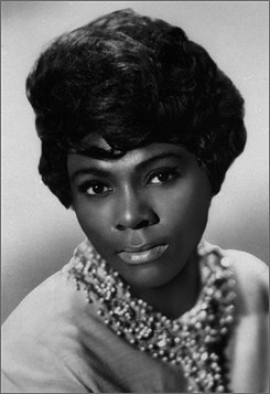 In this 1969 file photo released by James J. Kriegsmann, soul singer Dee Dee Warwick is seen. Warwick, who won recognition for both her solo work and her performances with her older sister Dionne Warwick, died Saturday, Oct. 18, 2008 at a nursing home in Essex County, according to a family spokesman. She was 63. (AP Photo/James J. Kriegsmann, File)