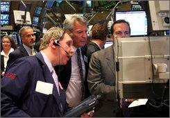 Brokers and specialists look at the monitor as the closing bell to rings on the trading floor at the New York Stock Exchange in the afternoon hours as the Dow is heading down Friday, Oct. 17, 2008  (AP Photo/David Karp)