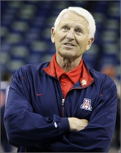 In this March 15, 2007, file photo, Arizona coach Lute Olson watches his team practice for the NCAA Midwest Regional basketball tournament in New Orleans. Olson has retired after 24 years with Arizona. Athletic director Jim Livengood confirmed Olson's decision Thursday, Oct. 23, 2008, after hours of news reports speculating about the 74-year-old Hall of Famer's future. (AP Photo/Alex Brandon, File)
