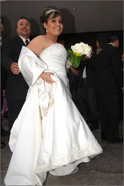 """Claudia Solis, Manuel """"Meme"""" Uribe's fiancee, arrives at the dance hall where she and Uribe will get married in Monterrey, Mexico, Sunday, Oct. 26, 2008. Uribe, who tipped the scales in 2006 at 1,230 pounds (560 kilograms), earning him the Guinness Book of World Records' title for the world's heaviest man, lost 550 pounds (250 kilograms) with the help of Solis, whom he met four years ago. (AP Photo/Monica Rueda)."""