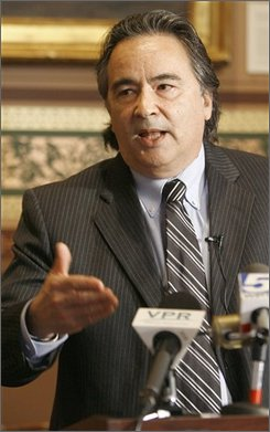 In this Feb. 26, 2008 file photo, Independent gubernatorial candidate Anthony Pollina holds a news conference in Montpelier, Vt. There is a three-way race for governor in Vermont. (AP Photo/Toby Talbot, File)