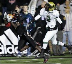 Cincinnati receiver Mardy Gilyard catches a pass against South Florida's Quenton Washington (2) in the first half of an NCAA college football game Thursday, Oct. 30, 2008, in Cincinnati. (AP Photo/Al Behrman)