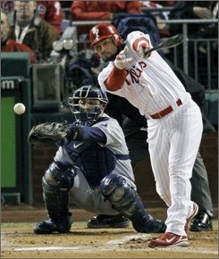 Philadelphia Phillies' Pedro Feliz singles off Tampa Bay Rays relief pitcher Chad Bradford to drive in Eric Bruntlett during the seventh inning of Game 5 of the baseball World Series in Philadelphia, Wednesday, Oct. 29, 2008. (AP Photo/Charles Krupa)