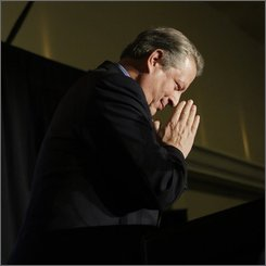 Former Vice President Al Gore reacts to applause, Friday, Oct. 24, 2008, as he speaks at a fundraiser for Gov. Chris Gregoire in Seattle. Gregoire is being challenged by Republican Dino Rossi.  (AP Photo/Ted S. Warren)