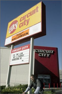 In this Sept. 29, 2008 file photo, of the exterior of Circuit City store in San Mateo, Calif. Circuit City Stores has filed for bankruptcy Monday, Nov. 10, 2008, about a week after it said it would close 20 percent of its stores.  (AP Photo/Paul Sakuma, file)