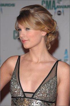 Taylor Swift arrives at the 42nd Annual CMA Awards on Wednesday Nov. 12, 2008 in Nashville, Tenn.  (AP Photo/Peter Kramer)