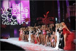 Models gather on the runway during the finale of the Victoria's Secret Fashion Show at the Fontainebleau Miami Beach Hotel on Saturday, Nov. 15, 2008 in Miami Beach. The show will be broadcast on the CBS Television Network on Dec. 3, 2008. (AP Photo/Evan Agostini)