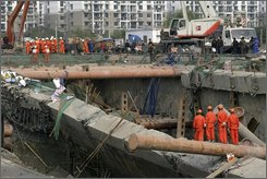A crew works at the site of a subway collapse in Hangzhou in east China's Zhejiang province, Monday, Nov. 17, 2008. The death toll from the cave-in of a subway tunnel under construction in eastern China rose to five Monday, while new cracks seen near the site raised worries of further collapses, state media and local authorities reported. (AP Photo)