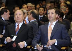 Spanish Crown Prince Felipe, right, and Xu Kuangdi, Vice-Chairman of the National Committee of the Chinese People's Political Consultative, left, attends a a plenary session during Global China Business Meeting in Barcelona, Spain, Tuesday, Nov. 18, 2008. (AP Photo/Manu Fernandez)
