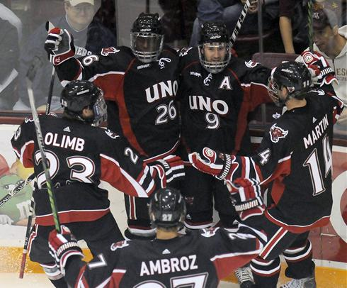 Minnesota-Duluth, Nebraska-Omaha Making Waves On Ice