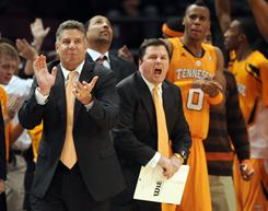Bruce Pearl leads his Tennessee squad into Pittsburgh, where the Volunteers will face the third-ranked Pitt Panthers.