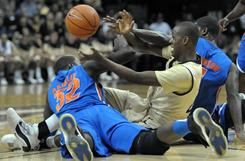 Vanderbilt's Rod Odom battles for a loose ball with Florida's Vernon Macklin (32) during the Gators' 86-76 victory in Nashville