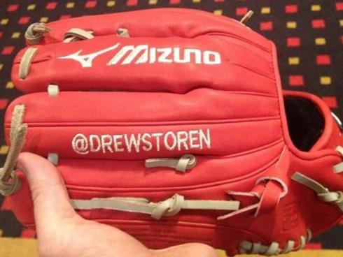 Storen social media savvy: Puts Twitter handle on glove
