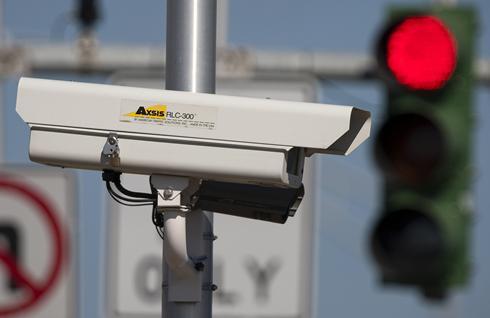 http://i.usatoday.net/communitymanager/_photos/drive-on/2010/01/18/rightlightcamerax-large.jpg