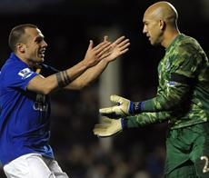 TIM HOWARD SCORES for Everton