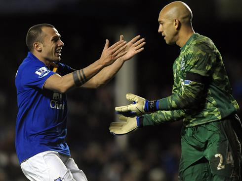 TIM HOWARD SCORES wonder-goal for Everton