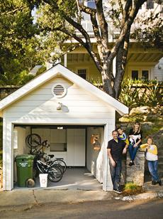 Zero trash family lives without clutter, excess