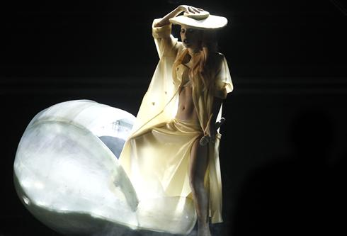 lady gaga egg grammys pictures. Lady Gaga#39;s egg hatches on