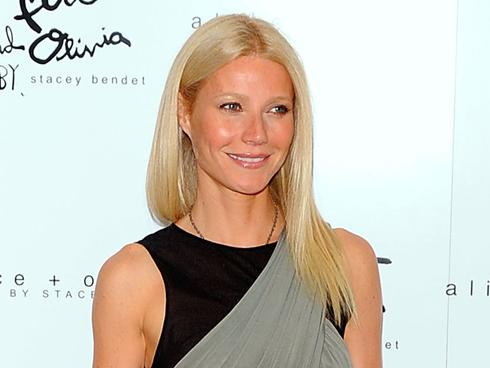 Oscar winner Gwyneth Paltrow popped up in New Jersey last night to sing to a ...