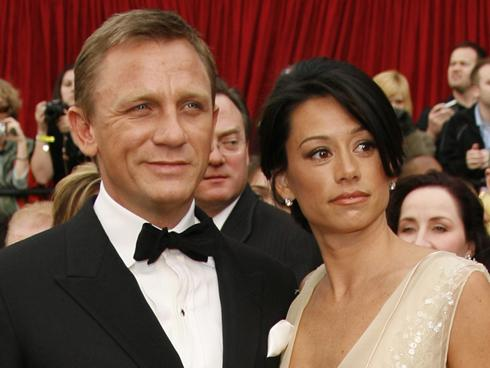 Daniel Craig's sudden marriage to fellow actor Rachel Weisz has left behind ...