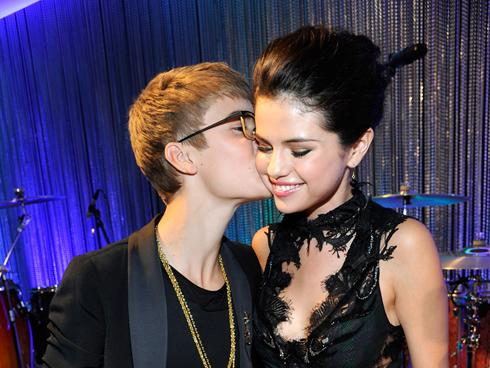 who us justin bieber dating
