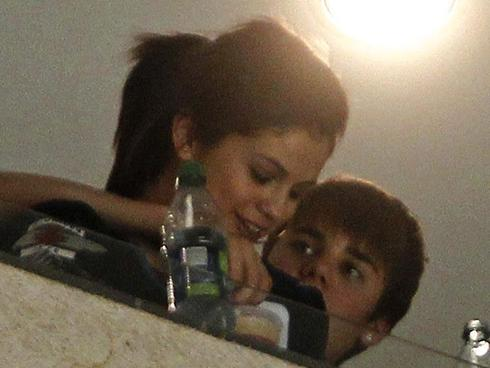 Download image selena gomez justin bieber touching balls pc android