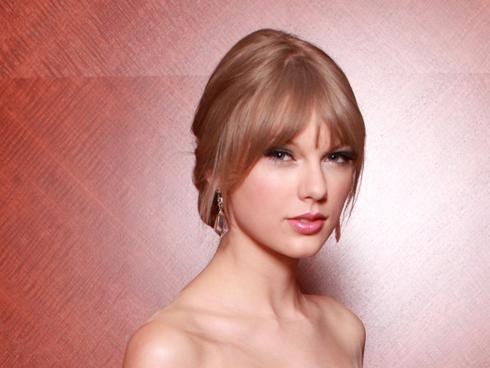 Pitchers Taylor Swift on Taylor Swift Has Just Released Her Safe And Sound Song For The