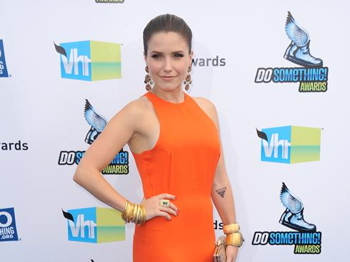 Gwyneth Paltrow goes casual; Sophia Bush gets glam