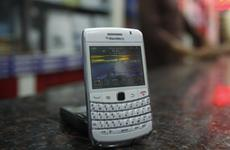 Blackberry service disruptions spread to Latin America