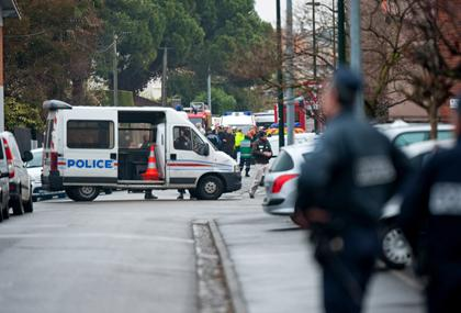 BBC: French police deny gunman arrested in RAID