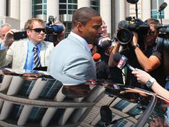 Osi Umenyiora, center, attended the hearing on Friday at which judges considered the validity of the NFL lockout.