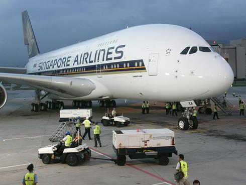 Singapore Airlines postpones A380 plans for Los Angeles - USATODAY.