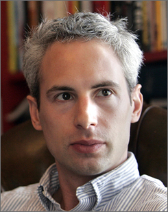 Former Page Six correspondent Jared Paul Stern says the Clintons attacked him in an effort to suppress the publication of negative stories.