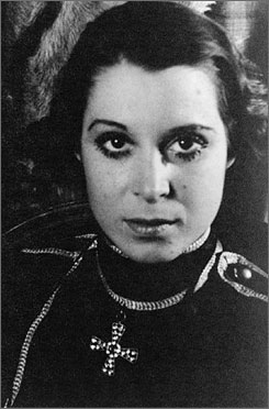 Kitty Carlisle Hart did it all in her time: Broadway, opera, TV and film work.
