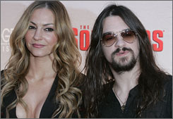Drea de Matteo and her boyfriend, Shooter Jennings, are expecting their first child.
